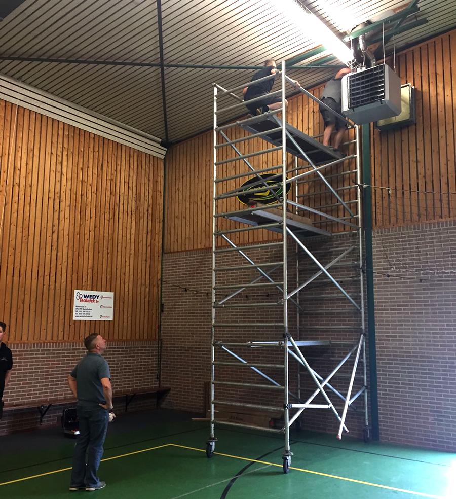 Vrijwilligers begonnen met restauratie sporthal